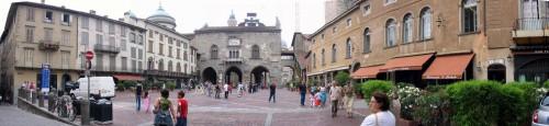 Panoramica bergamo 02 - piazza Vecchia.jpg